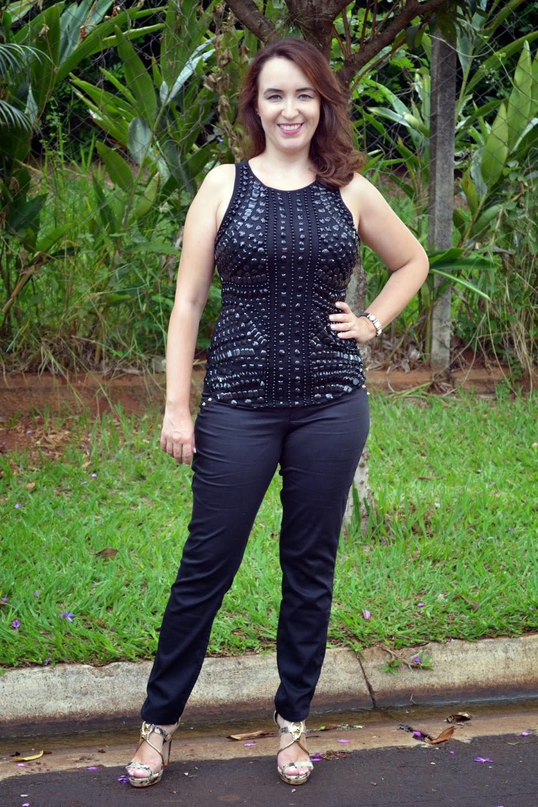 look monocromático preto, cores monocromáticas, blog camila andrade, blogueira de moda em ribeirão preto, fashion blogger, look sofisticado, blusa com pedrarias, pamela zanandréa, snake print
