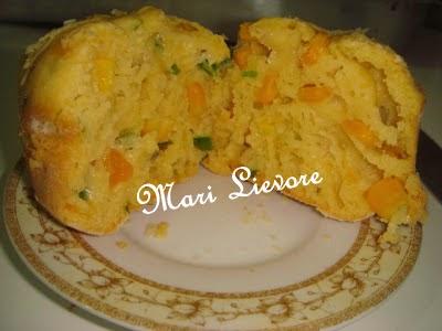 Muffin delicioso e macio para acompanhar o café, chá, sucos.