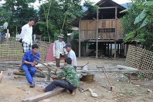 Thai ethnic men in Bum Nưa village, Mường Tè