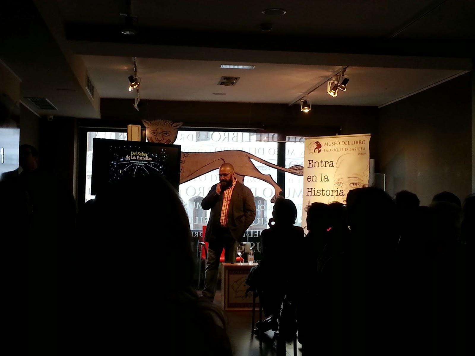 """Javier Armentia en la charla """"Del saber de las estrellas"""""""