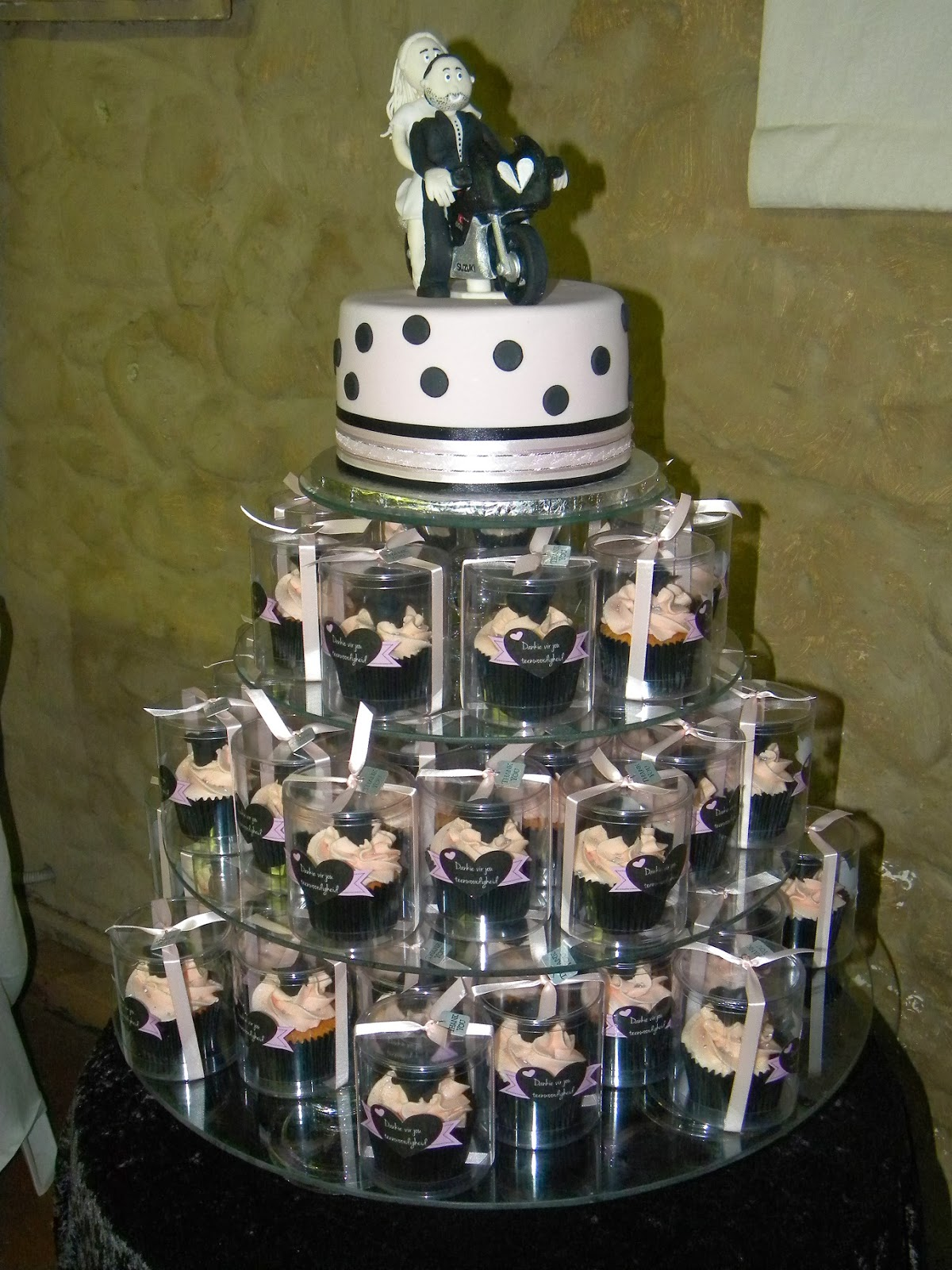bite me cupcakes and wrappers bikers wedding cake cupcakes. Black Bedroom Furniture Sets. Home Design Ideas