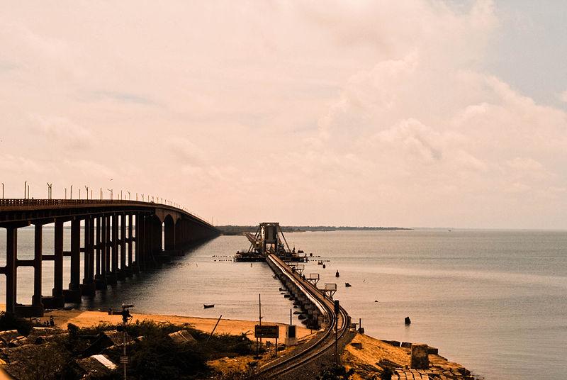 பாம்பன் பாலம்  800px-Pamban_Road_and_Rail_Bridge