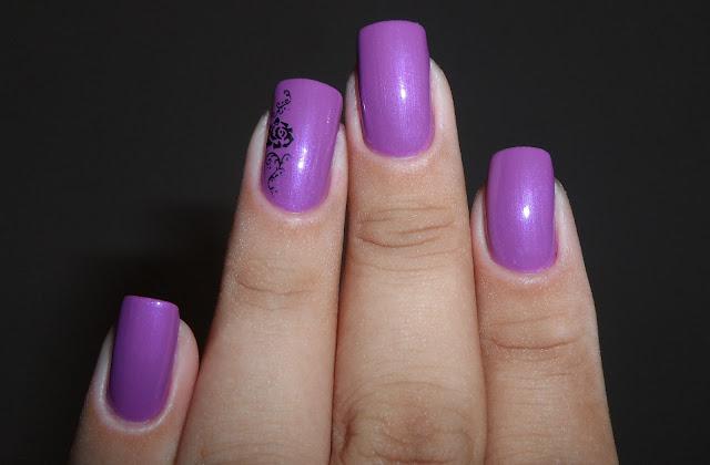 Esmalte Lilac Cream, O Boticário + Carimbo