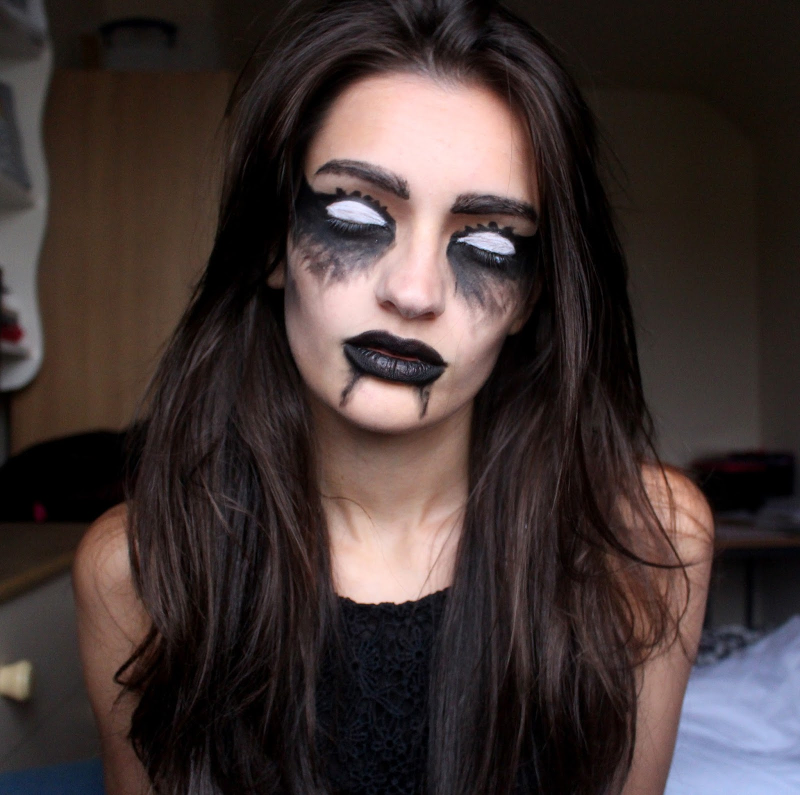 Halloween Ideas: Ghostly Makeup