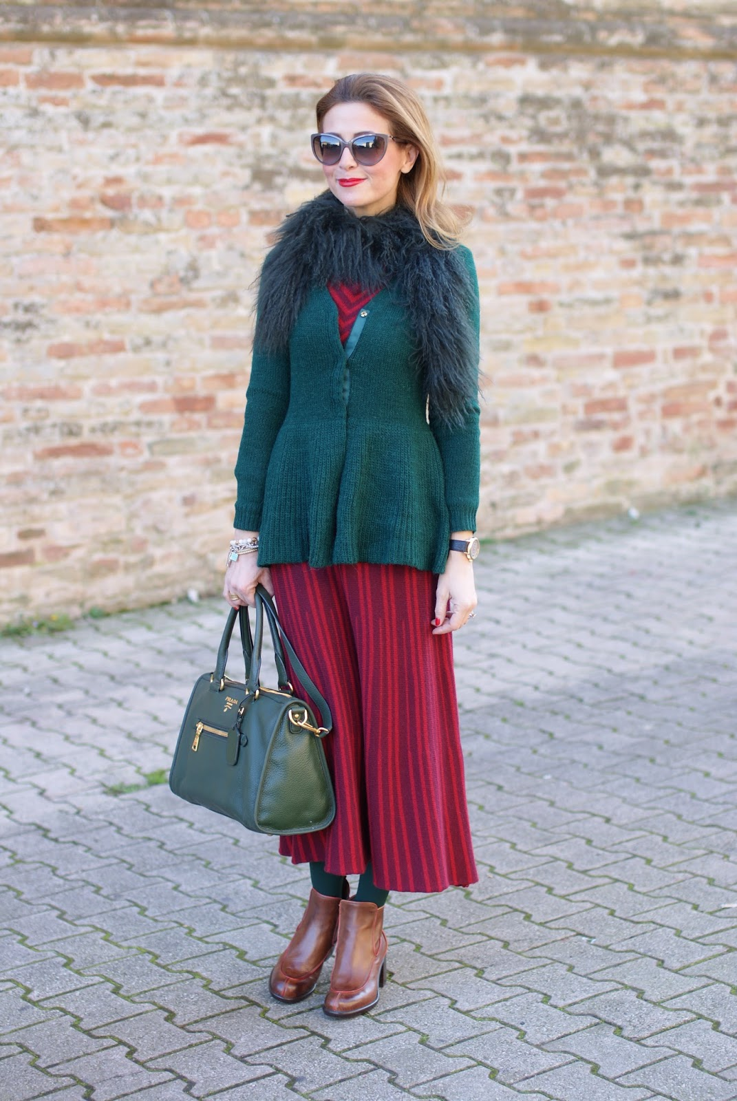 Vintage style outfit with Made in Italy fashion, Rose a Pois dress and green Prada bag on Fashion and Cookies fashion blog, fashion blogger style