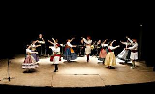 El Grup de Danses 'El Poblet' en acció (Fotografia: Andreu García)