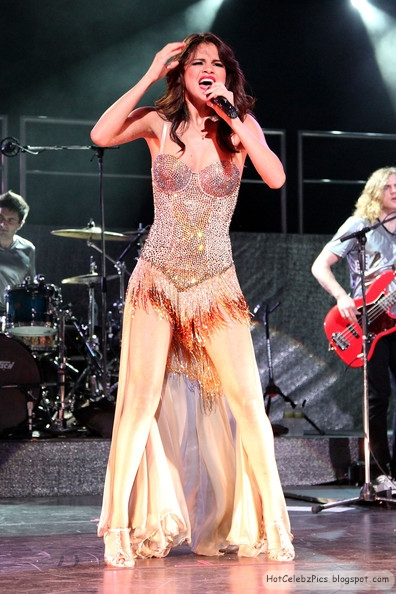 Selena Gomez Hot Pictures on Stage performing live