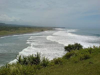 http://1.bp.blogspot.com/-lm90AoMDCKI/UWOh7HucHWI/AAAAAAAACUo/TMz8V_BZD6A/s1600/Pantai+Rancabuaya+Garut.JPG