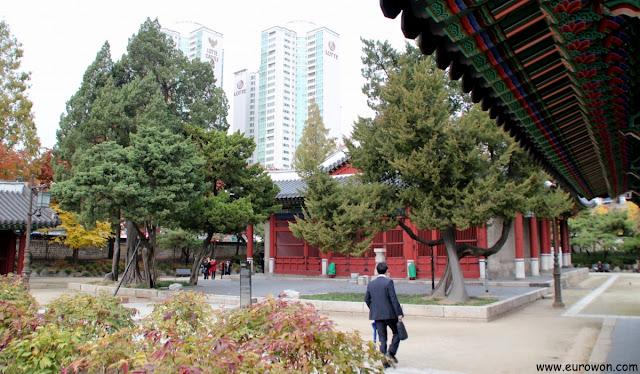 Apartamentos tras el santuario Dongmyo