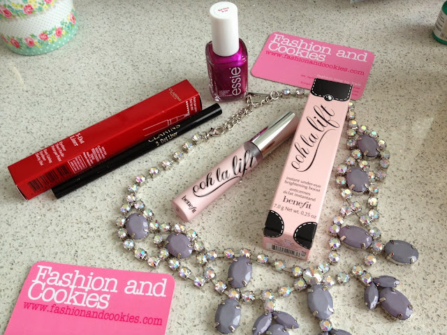 Clarins 3 dots liner, Benefit Ooh la lift, Essie the lace is on, Fashion and Cookies