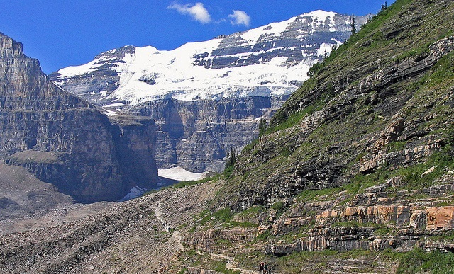 Plain of Six Glaciers path