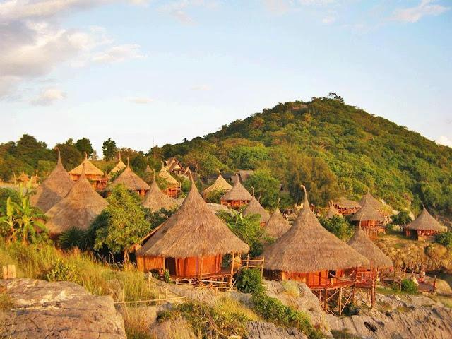 Отель выглядит как деревня аборигенов