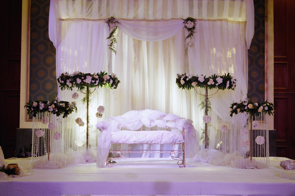 Ultra luxury bride for Arab wedding stage decoration