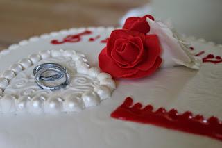#wedding cake; #pâte à sucre; #mes créations récréations; musique, peigne, roses en pâte à sucre, décor 3D, perles