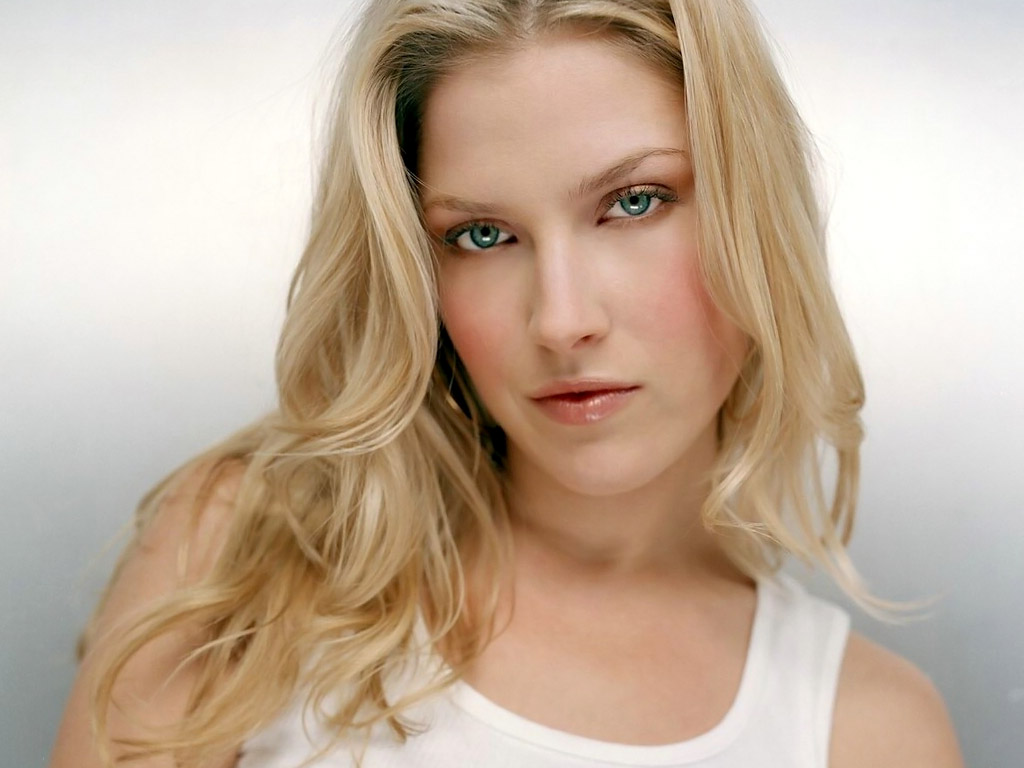 And An Interview With Ali Larter For The Fashion's Night Out Event