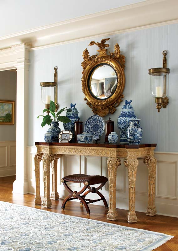 Chinoiserie chic classic chinoiserie for Classic foyer design