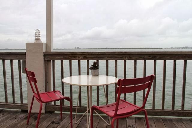 Mesa mirando al mar en el Restaurante Lido de miami. Blog Esteban Capdevila