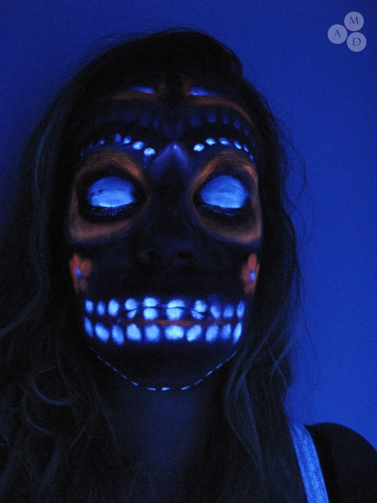 maquillage squelette fluorescent. Black Bedroom Furniture Sets. Home Design Ideas