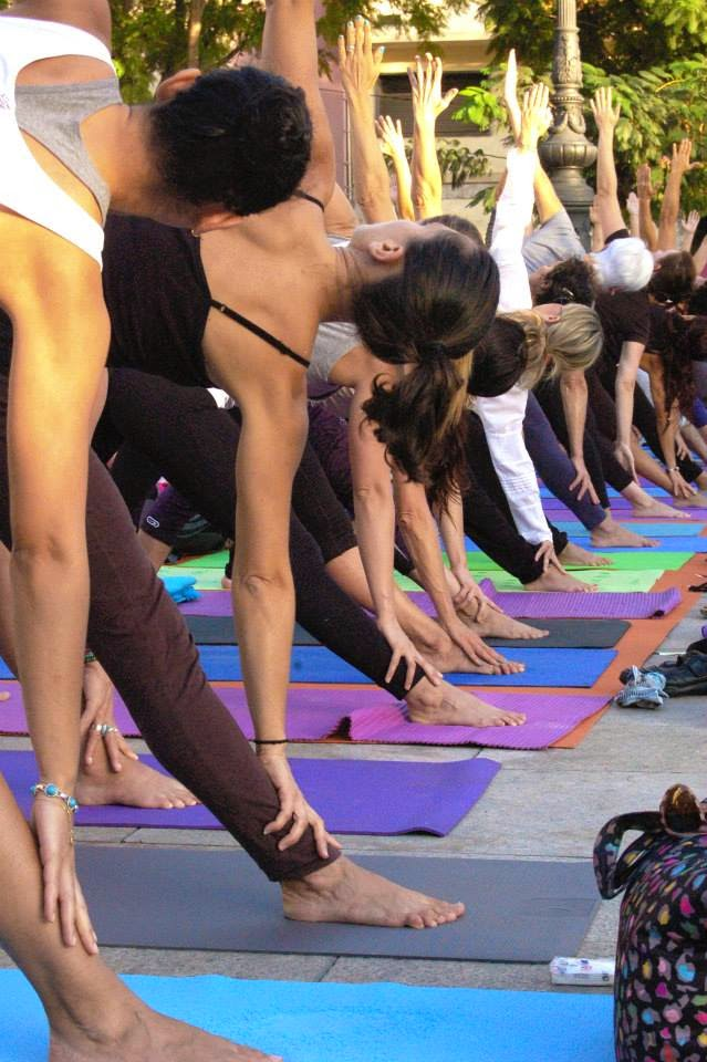 http://yogasala.blogspot.com.es/search/label/Yoga%20en%20la%20Plaza