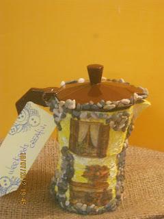 come dipingere una caffettiera - come riciclare una caffettiera - regali riciclati - gesso - decoupage