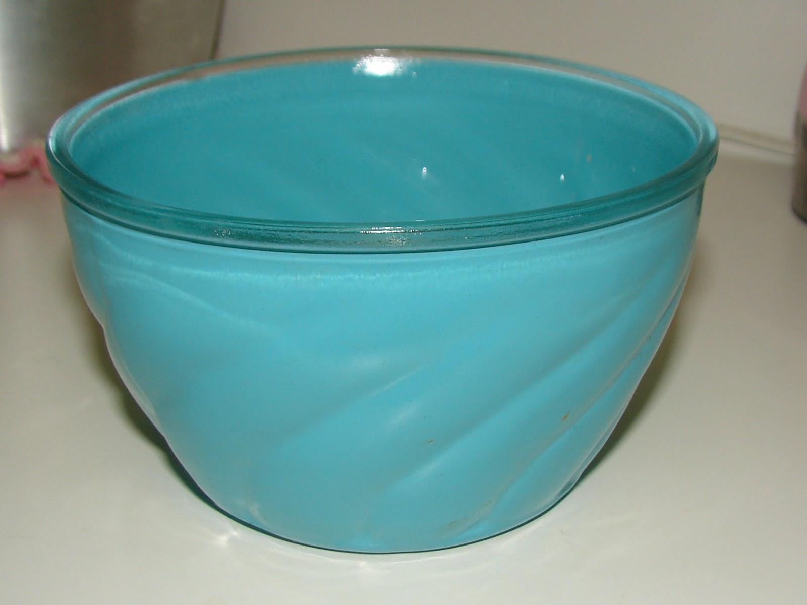 http://1.bp.blogspot.com/-loIemJMO6rs/TtCr8Khdi6I/AAAAAAAAA6k/zltnjPA23y8/s1600/turq.pink.bowls.1e.JPG