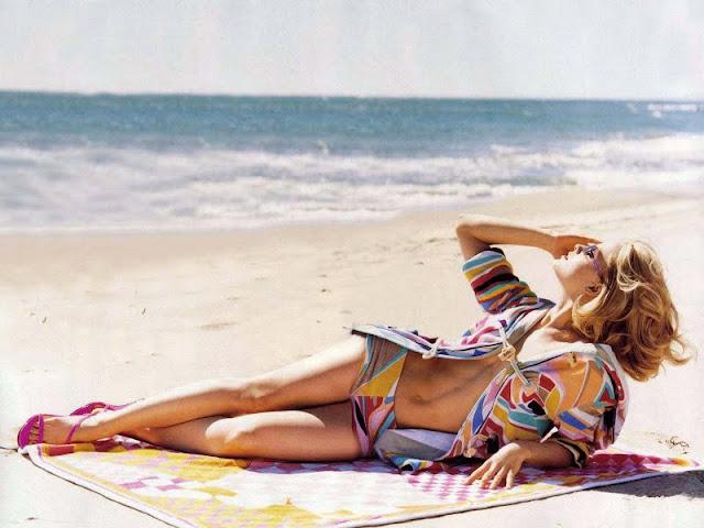 Mena Suvari in Bikini