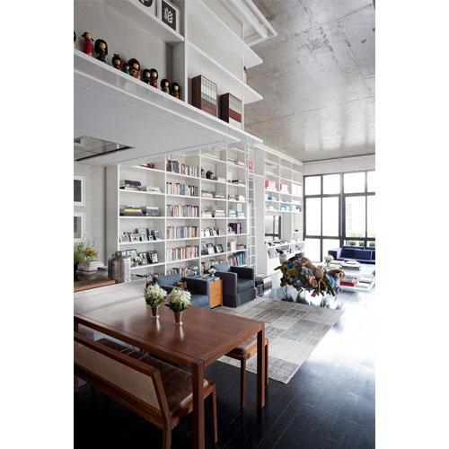 Loft in Itaim con ampia libreria: Blog Arredamento Interior Design Lifestyle