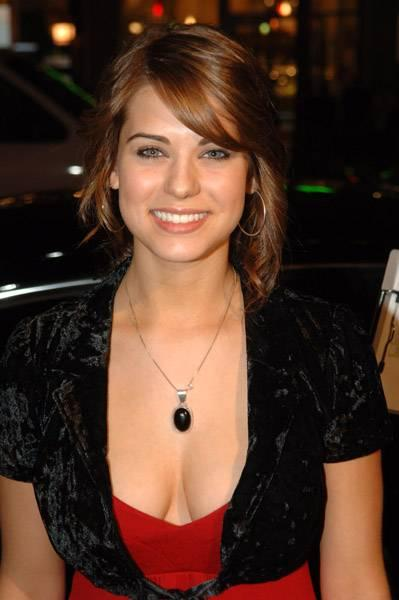 Celebrity Arena Lyndsy Fonseca Hot Sexy Photo Short Biography
