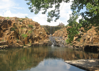 Nkwe, rock pool, waterfall