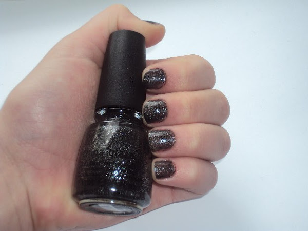 China Glaze - Haunting.