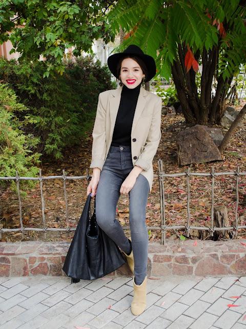 diyorasnotes_fashion_blogger_black_turtleneck_redlips_hat_asos