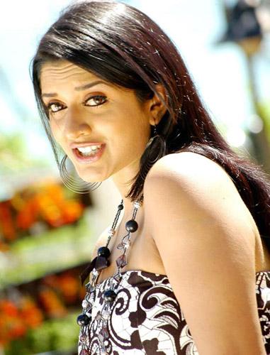 Vimalaraman Chukkalanti Ammayi Chakkanaina Abbayi movie stills3