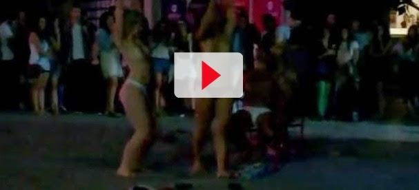 Estudantes de Erasmus fazem striptease nos jardins da Associação Académica de Coimbra
