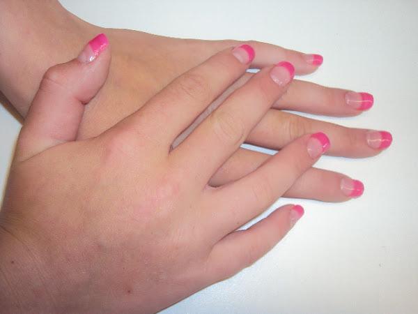 Roze gelnagels.