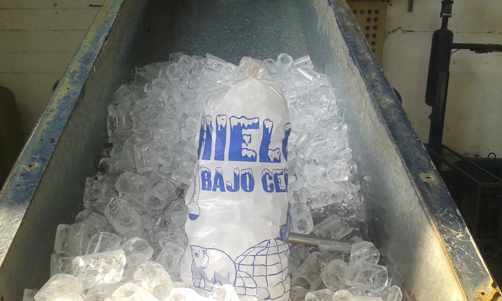 ¿Necesitas hielo y agua para ir a la playa? Te esperamos en la fábrica de hielo Bajo Cero