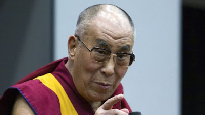 Pray for Paris, párizsi vérengzés, franciaországi terrortámadás, dalai láma, terrorizmus,