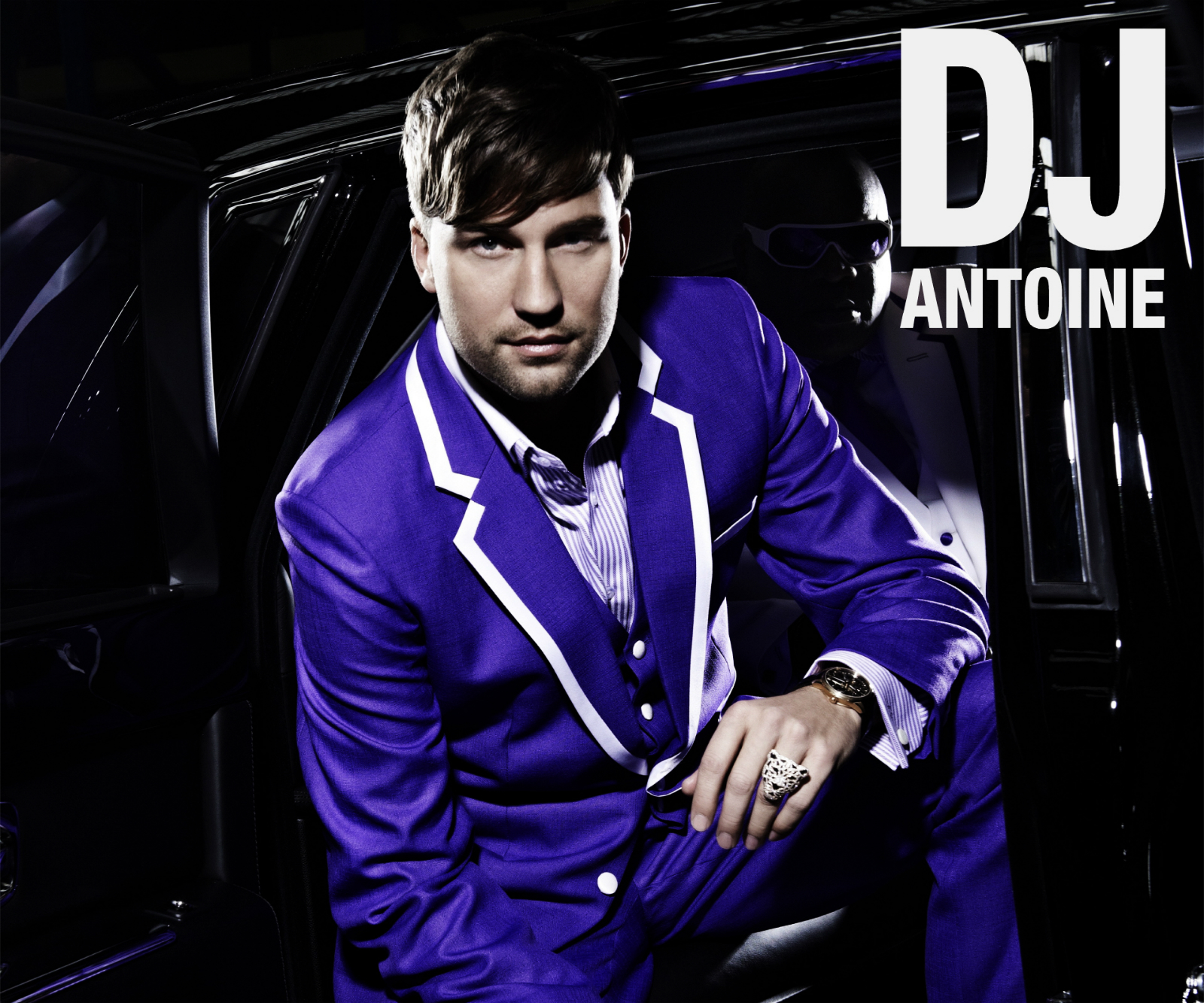 http://1.bp.blogspot.com/-lqdnESYtETM/T-ha0A0UxzI/AAAAAAAACR0/feJcsehNi7o/s1600/Dj_Antoine_in_Car_Blue_Suit_Tiger_Ring_HD_Wallpaper-Vvallpaper.Net.jpg
