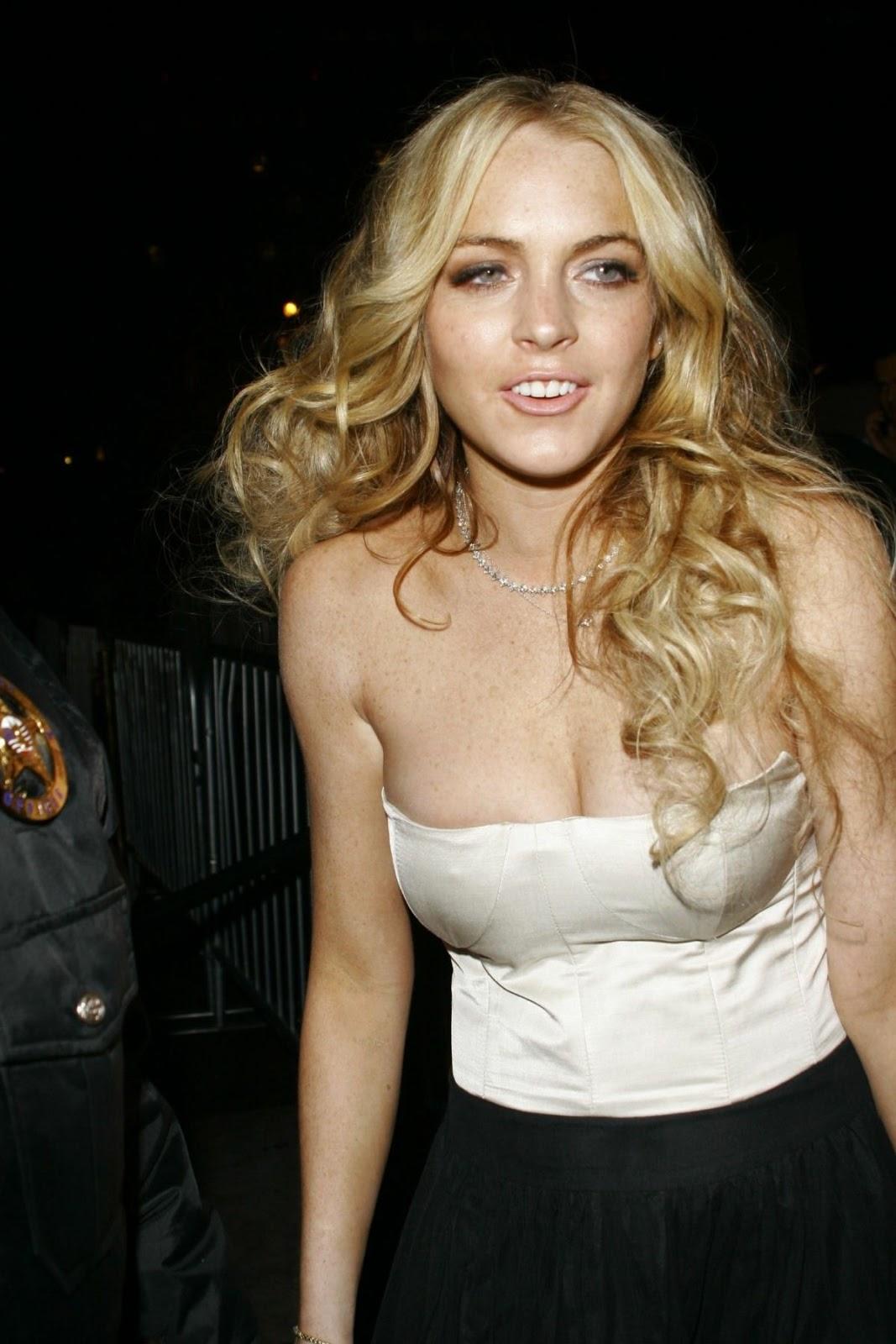 Cleavage Lindsay Nicole