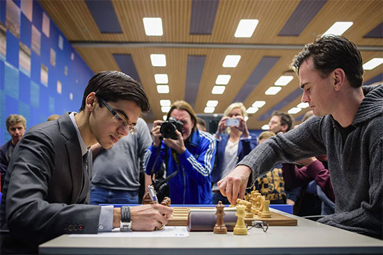 Loek Van Wely (2640) 0-1 Anish Giri (2798) - Photo © Alina L'Ami