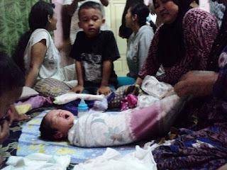 Bayi Perempuan Ditinggal di Teras Rumah