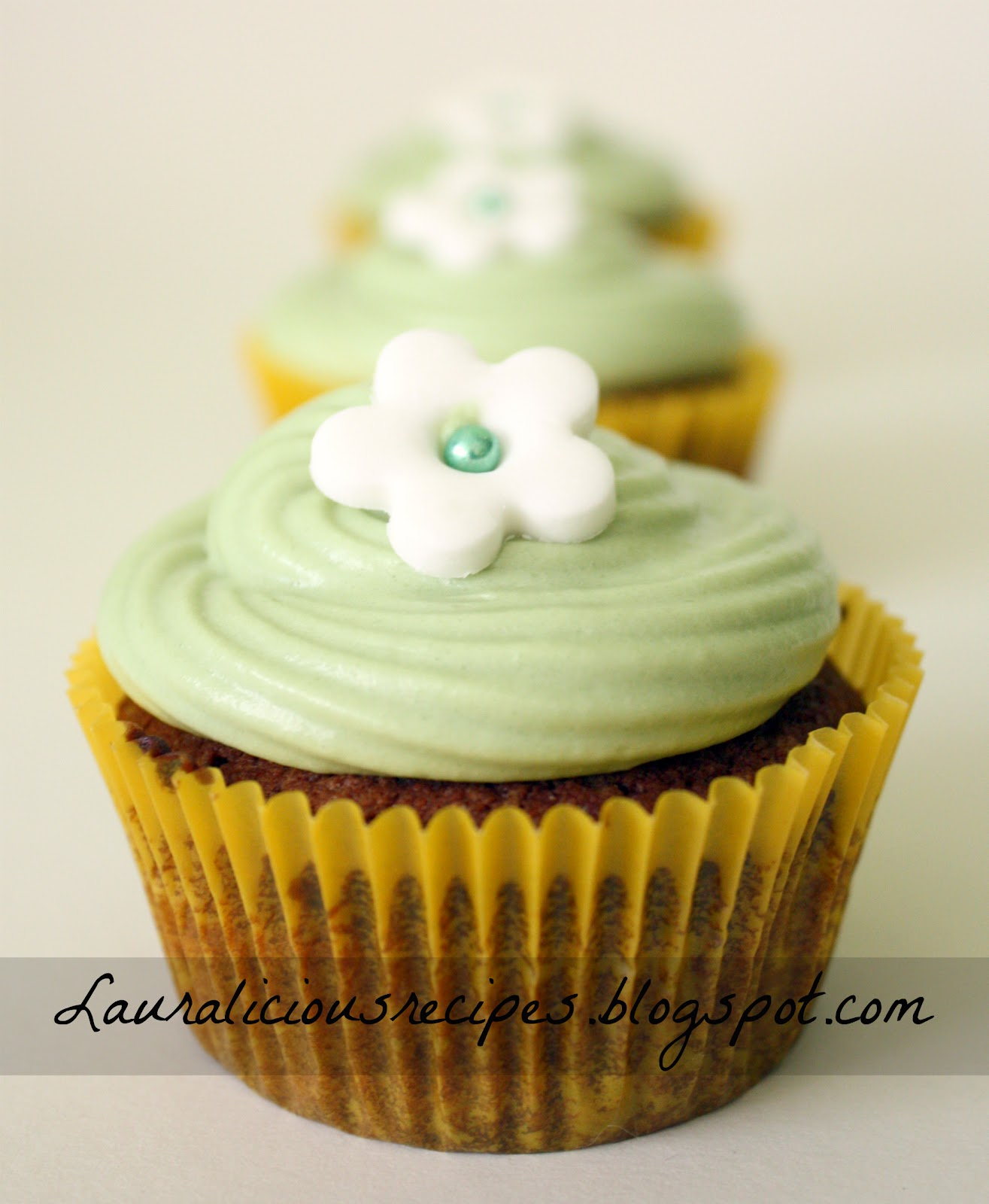 Lauralicious Recipes: Chocolate cupcakes with cream cheese frosting