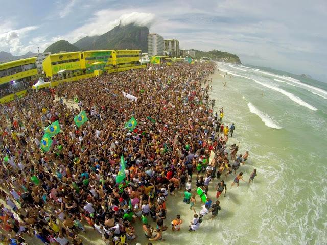 11 Crowd Oi Rio Pro WSL  Kelly Cestari