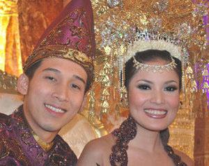 3000 Orang Hadiri Pesta Pernikahan Nindy