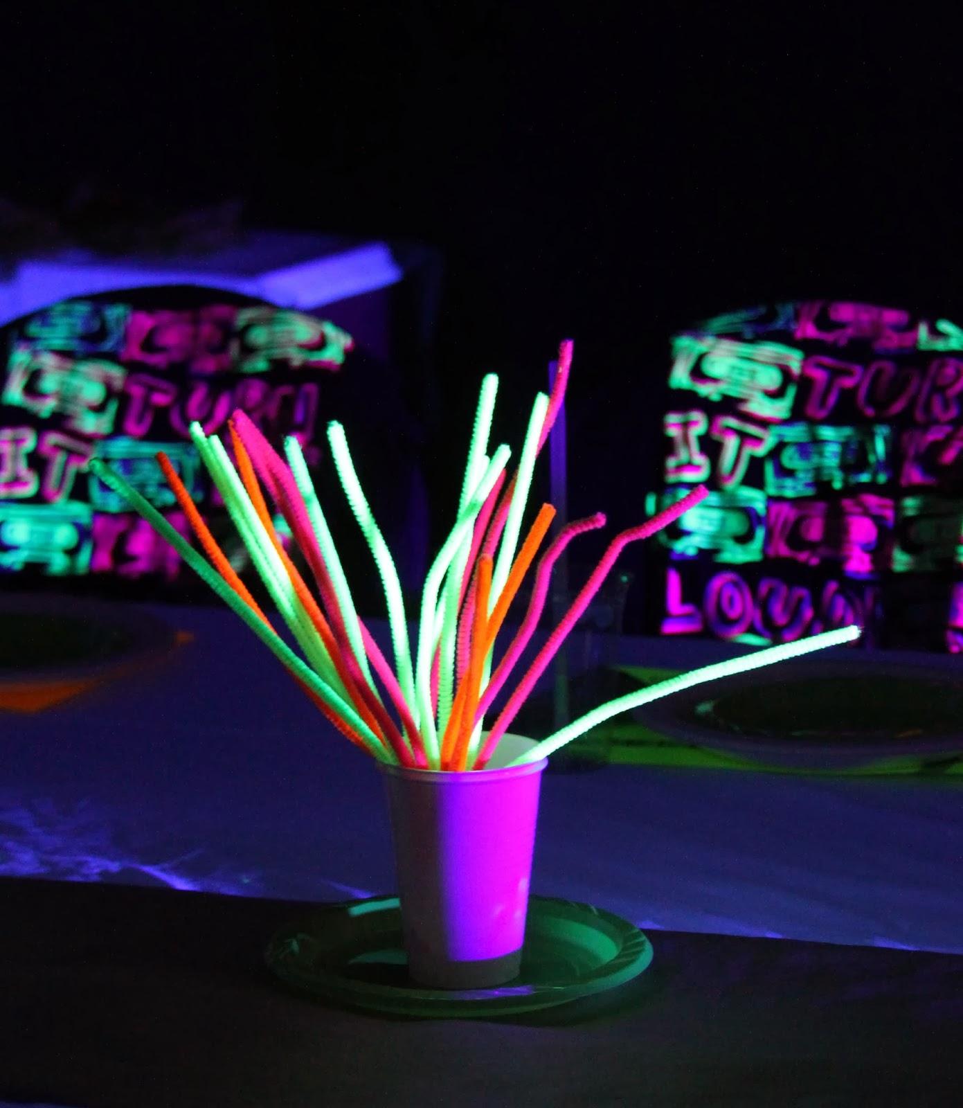 Threelittlebirds 39 neon glow in the dark birthday party for Glow in the dark centerpiece ideas
