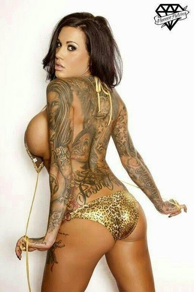 Cewek Cantik Bugil Pamer Tattoo di Tubuh