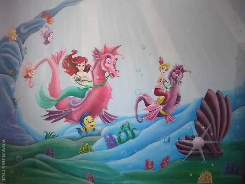 מסע של בת הים הקטנה אריאל בממלכה תת-ימית - ציור קיר בחדר ילדים