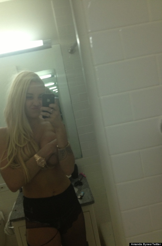 Chatter Busy: Amanda Bynes Topless Photos