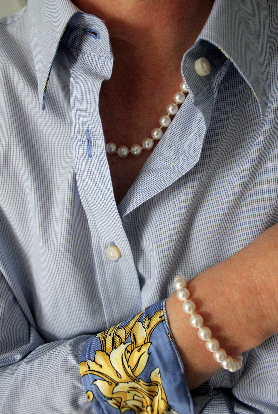 18 Inch Classic Knotted Pearl Necklace And Bracelet In White