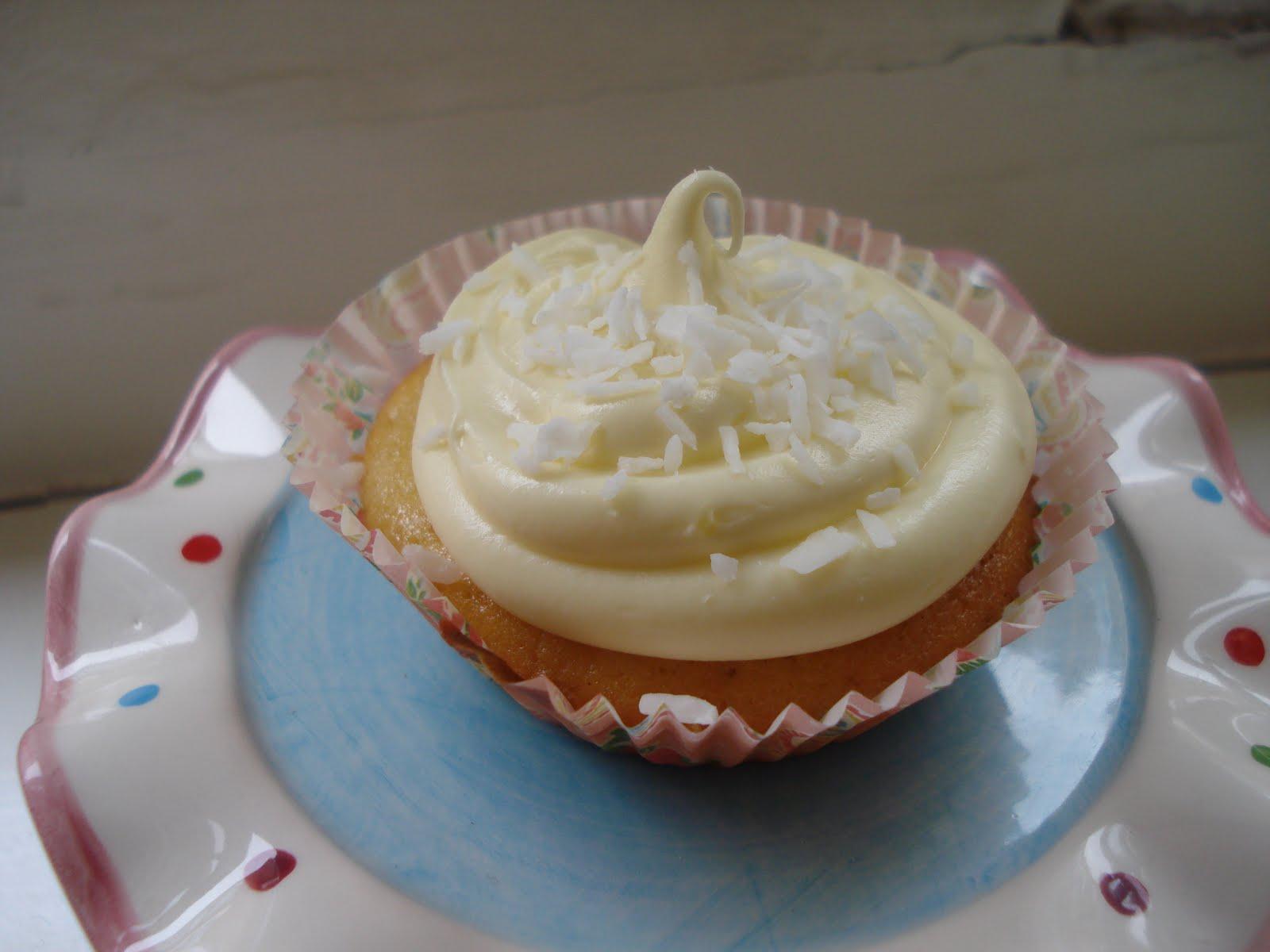 Double Feature: Triple lemon & coconut cupcakes