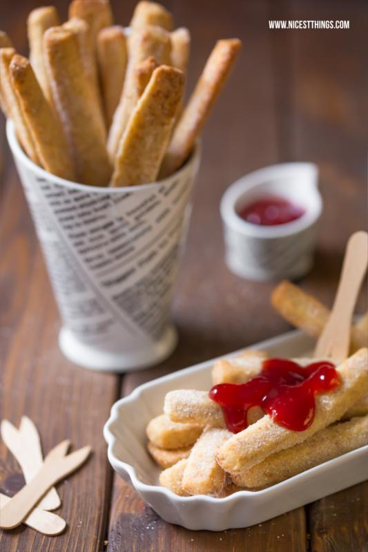 Das beste Rezept für süße Pommes mit Erdbeersauce